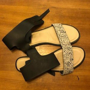 fabfitfun black and white patterned sandals!!